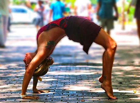chakrasana-posizione-yoga-ponte