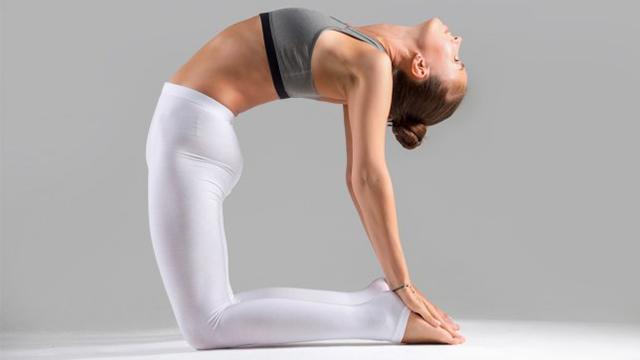 posizione-yoga-cammello