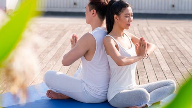 posizioni-yoga-coppia