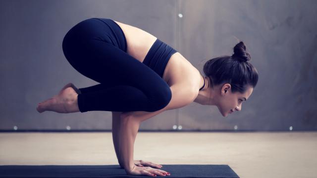 esercizi di yoga per perdere peso a casa
