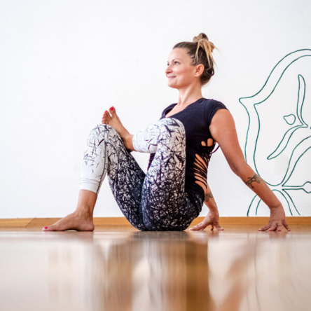 esercizi-yoga-sciatica